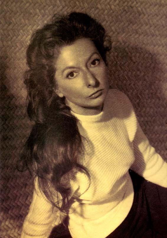 Remedios Varo fue una pintora surrealista que nació el 16 de diciembre de 1908 en Anglés, España y falleció el 8 de octubre de 1963 en la ciudad de México.