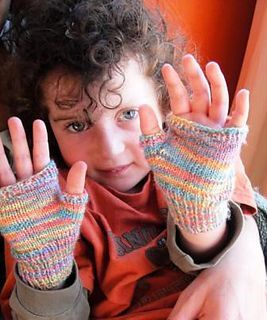 Ravelry: Adorable kids fingerless gloves pattern by Wei S. Leong