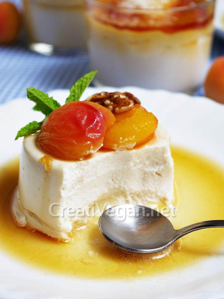 Mascarpone vegetal (hecho con anacardos y yogur de soja, fermentado), con albaricoques pochados en una salsa dulce de mistela.#receta #vegana