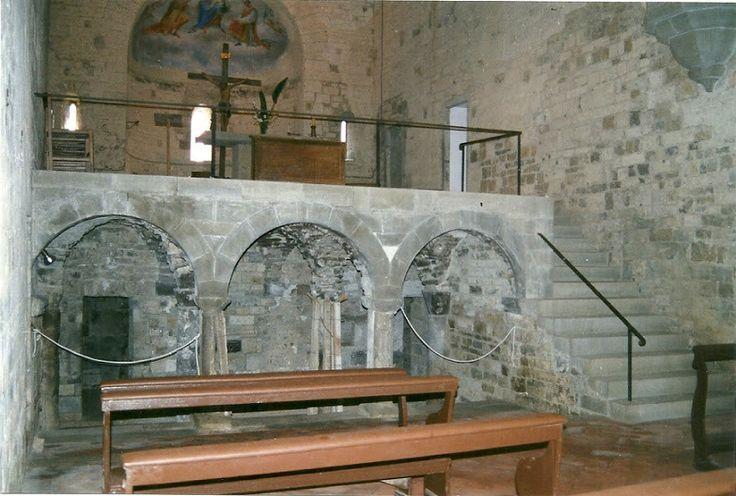 Altare sopraelevato con la cripta sottostante