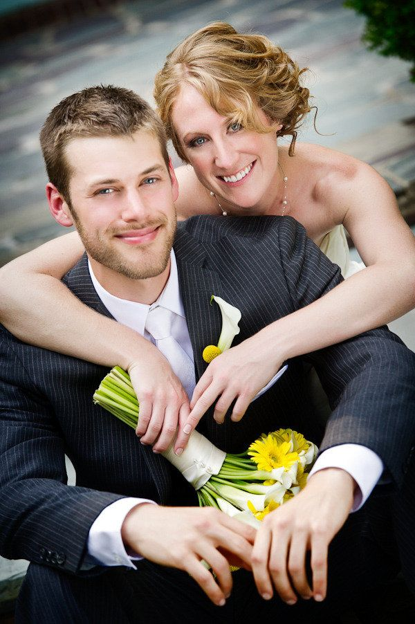Wedding Picture Pose - shows off both rings, at least it should. I don't see rings here!