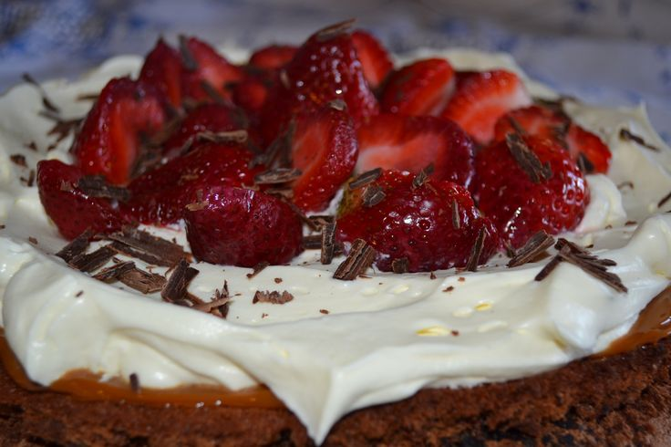 Marquisse de chocolate ~ crema ~ Frutillas ~ Dulce de Leche