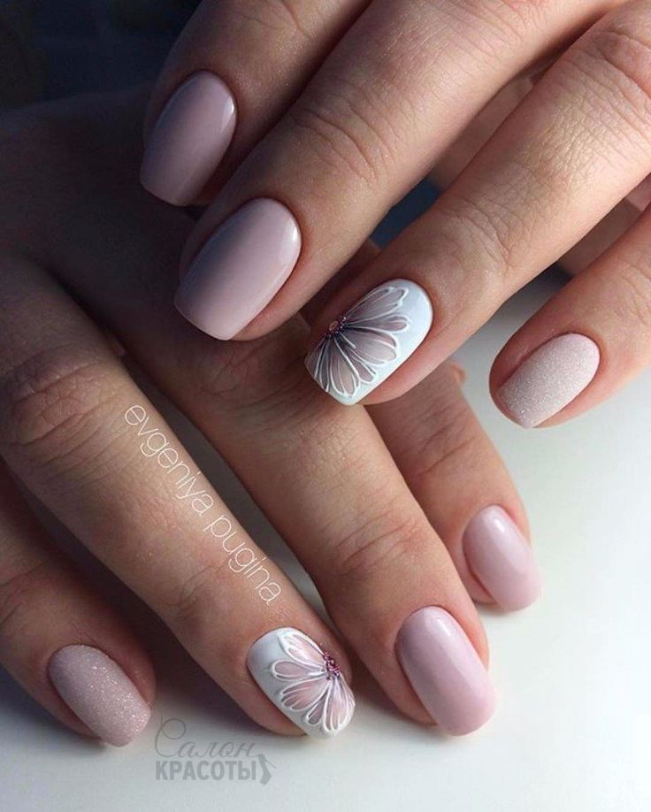 Delicate nail art in pink with flowers