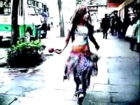 Danna Paola Mundo de caramelo VIDEO CLIP OFICIAL - YouTube