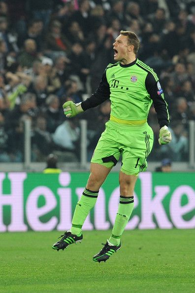 Manuel Neuer of FC Bayern Muenchen celebrates the goal of his team mates Mario Mandìukic.during the UEFA Champions League quarter-final second leg match between Juventus and FC Bayern Muenchen at Juventus Arena on April 10, 2013 in Turin, Italy.