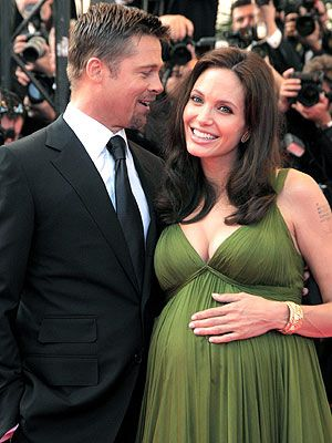 she looks so gorgeous pregnant! i wish i could have found that dress for the christmas party.
