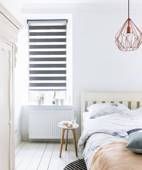 Ben je op zoek naar raamdecoratie voor je slaapkamer? Kijk dan ook eens naar duo rolgordijnen van het merk Dimago. Dit verduisterende model is verkrijgbaar in verschillende tinten grijs, beige, bruin en zwart. Heerlijk slapen gegarandeerd!