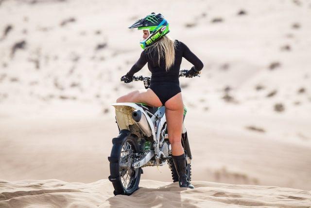 Metal Mulisha Maiden Moto Girl Who Rides Dirt Bikes Simone From