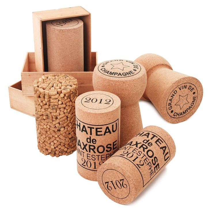'kurkdop bijzettafel' - Ontwerper: Stewart Rose - Prijs: €109,95 - Materiaal: 100% duurzaam kurk - Site: http://www.fonq.nl/product/xl-cork-kruk-_-bijzettafel-wijnkurk/81949/