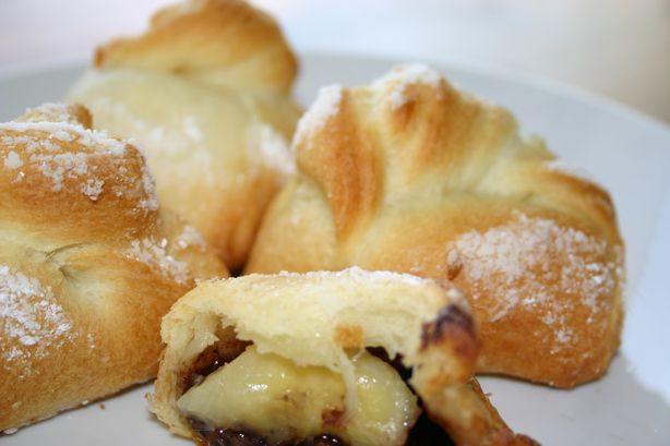 Nutella Banana Rolls.: French Pastries, Food Com, Rolls Recipes, Breakfast Treats, Nutella Recipes, Bananas Rolls, Bananas Nutella, Nutella Rolls, Crescents Rolls