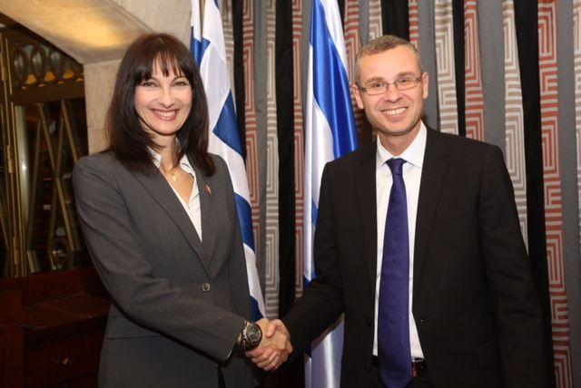 Minister Kountoura Inks Greece-Israel Tourism Pact