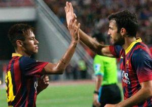 O atacante Neymar marcou seu primeiro gol com a camisa do Barcelona em sua estreia atuando como titular. O jogador abriu o placar no amistoso vencido por goleada contra a seleção da Tailândia, 7 a 1, nesta quarta-feira 07/08/2013, em Bangcoc. Leia mais em: http://noticias.bol.uol.com.br/ultimas-noticias/esporte/2013/08/07/neymar-marca-1-gol-com-a-camisa-do-barcelona-em-amistoso-na-tailandia.htm