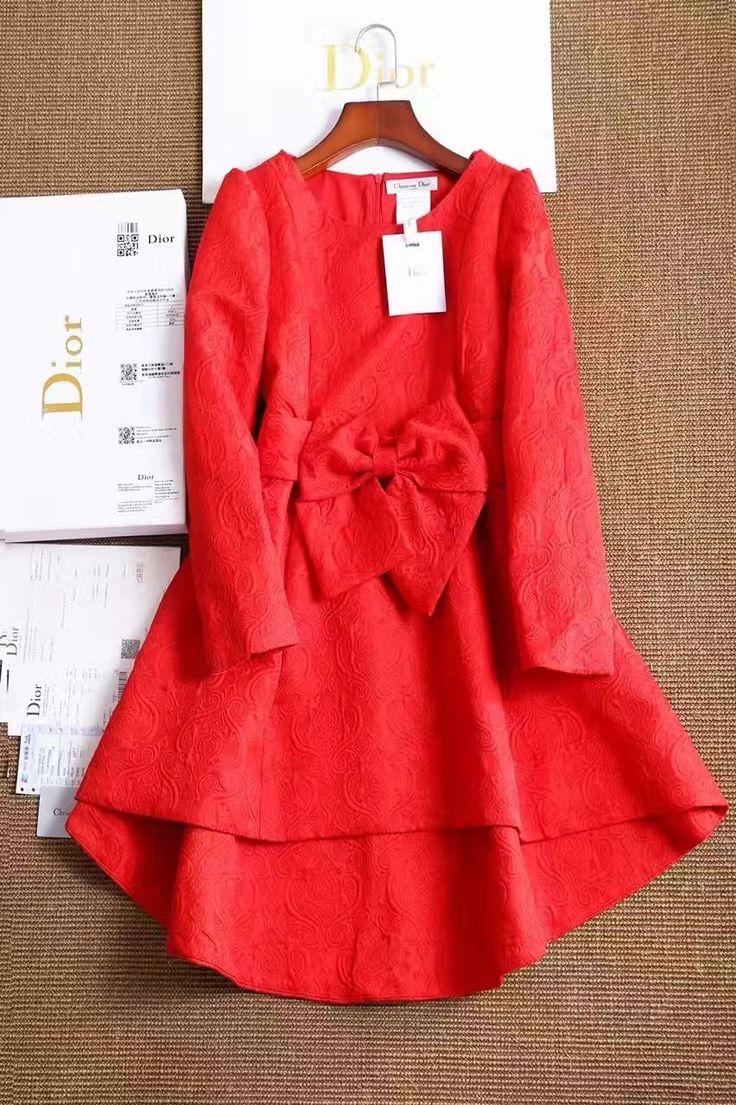Платье красное от известного дизайнера DIOR