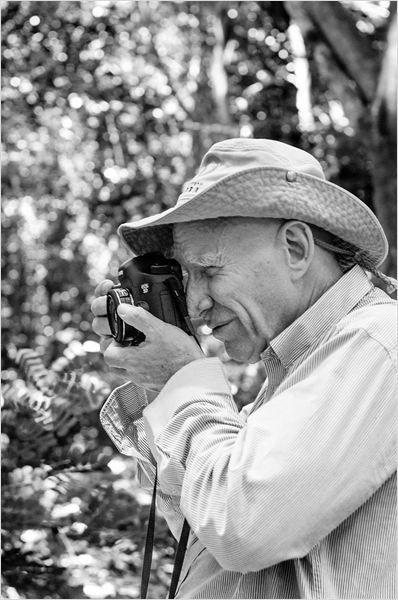 ORÍGEN: VIDA Y OBRA DE SEBASTIAO SALGADO En la expedición de hoy hemos hecho un repaso por la vida del fotógrafo Sebastiao Salgado, sin ninguna duda no tiene desperdicio. La historia de Sebastiao Salgado no podía ser más singular, es un economista con doctorado que a los 40 años dió un salto totalmente vocacional y se convirtió en uno de los grandes en la fotografía documental contemporánea. He de decir que sus fotos son realmente dignas de ver, sabe expresar la esencia de la vida, el…