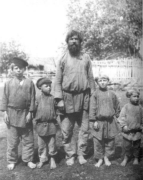 Крестьянин с сыновьями. Рязанская губерния, Касимовский уезд, с. Большие Пекселы. 1910