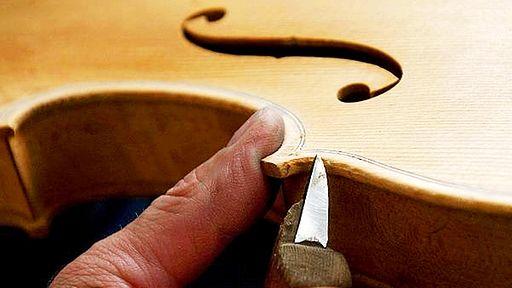 Geigenbauer bei der Arbeit | Bild: picture-alliance/dpa