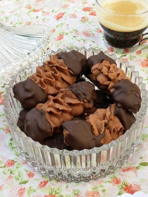 Biscuits Viennois au Chocolat ( Tuiles )                                                                                                                                                                                 Plus