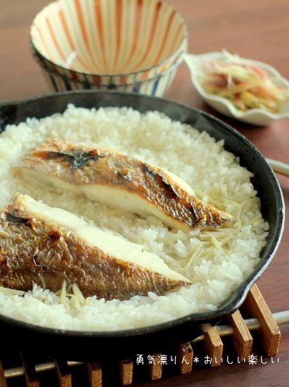 手軽にできる!スキレット料理のおすすめレシピ25選 - macaroni 15. ご飯が炊ける!おいしい鯛めし