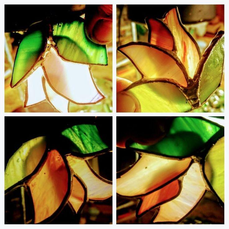 In the summer the glass is beautifully blossoming ... during my hand # czinamon #czinamonglassart #blossoming #summer #nightwork #rose #lamp #tiffanylamp #glass #bush #handmade #mywork #flowers #flower #virágok #ajándék #light #colorful #mood #intimate #hangulatos #antique #antiqueglass #summernight