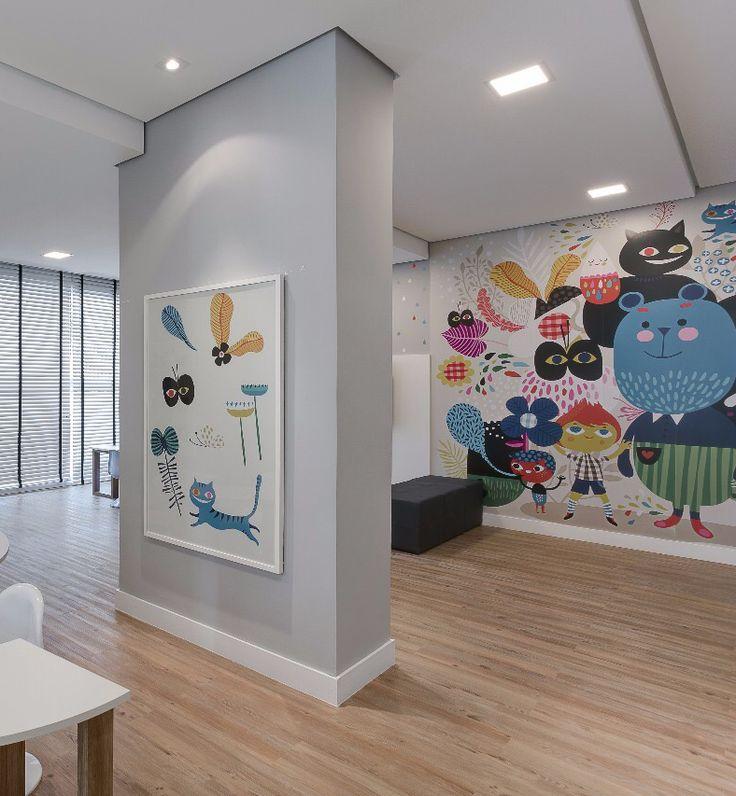 Projeto da arquiteta @thaisabohrer para a Plaenge térreo do Plaza Maior de Campo Grande.  Ela transformou nossos adesivos de parede AVENTUREIRO em um quadro e na outra colocou papel de parede AVENTURA para ser destaque da brinquedoteca! Este projeto mostra como decorar a parede pode mudar o ambiente. #brinquedoteca #decor #kidsroom #wallpaper