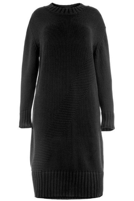 Klasyczny, oversizowy sweter w kolorze głębokiej czerni. Możecie go nosić zarówno jako tunikę, jak i sukienkę. Michał Szulc, 590 zł. #polska moda #cotton #BoutiqueLaMode.com