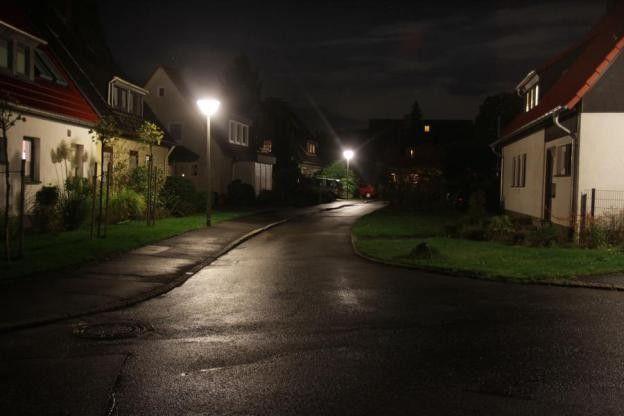 Ha szoktál későn hazajárni, ha gyakran sétálsz sötétedés után az utcán FELTÉTLENÜL OLVASD EL! Városvédő – Kezedben a biztonságod 14 éves fiúk...