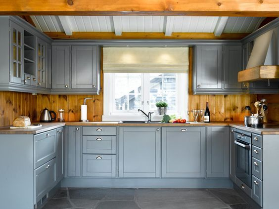 Hos Kistefos møbler finner du inspirasjon til din innredning. Eksklusive kvalitetsmøbler i heltre til ditt behov. Kjøkken, spisestue, soverom, gang og stue.