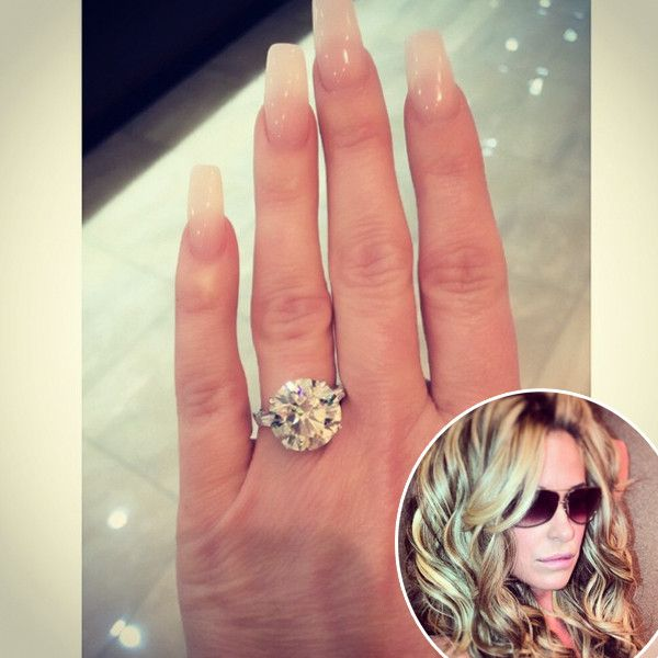 Kim Zolciak's Christmas Gift Is Going to Make Lots of Ladies Jealous?See the Blingtastic Present! | E! Online Mobile