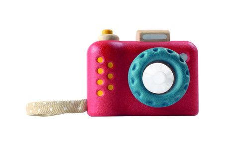 For the budding David Bailey in your life! Sustainable Pretend Play Kaleidoscope Camera. £11.50, www.oatesandco.com.