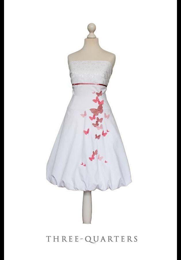 LITTLE QUEENS -Kleid ♥♥ handmade, nostalgisch shabby - für alle, die ihr Kleid gerne etwas romantisch mögen ♥♥ Das Kleid ist weiß. Der Brustbereich zusätzlich mit weißer Spitze überzogen. Mit...