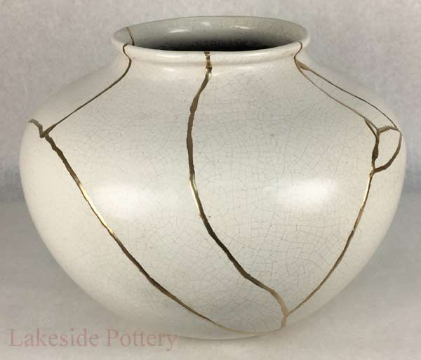 Kintsugi Art Example Japanese Method Of Pottery With Gold Repair In 2020 Kintsugi Art Kintsugi Pottery