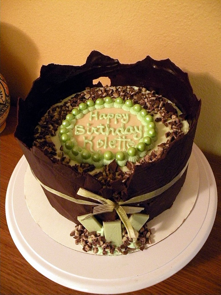 Mint Chocolate Chip cake | looks so good | Pinterest