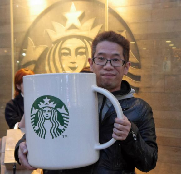 RocketNews24s Mr. Sato suddenly becomes symbol of support for Starbucks refugee hiring plan