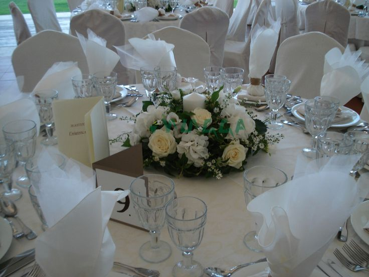 Round flower arrangements. #whiteflowers #tabledecor #weddingflowers #weddingscrete #whitearrangements #floristiraklion