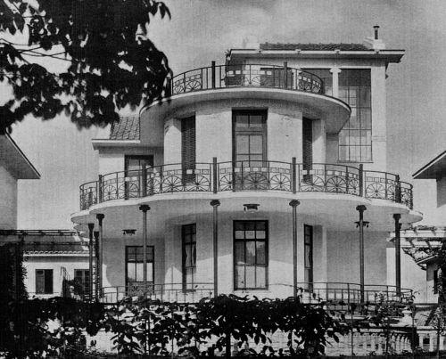 A maior casa do conjunto de 5 casas projetas por Victor Dubugras em 1912.