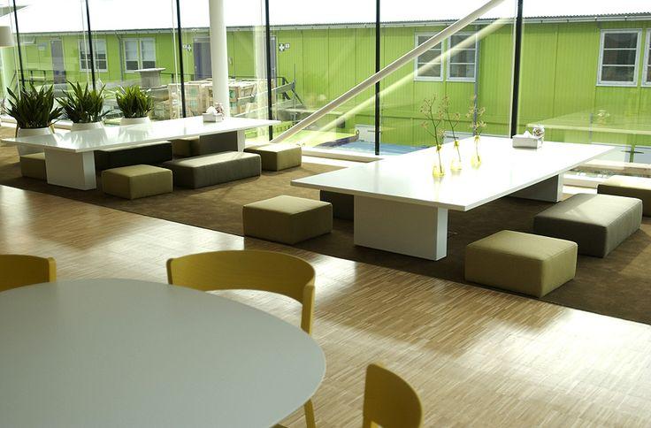 Sede Microsoft di Schiphol, Amsterdam - Studio Sevil Peach. Smart office, smart living: l'ufficio che diventa luogo di relazione, scambio e rappresentazione interpersonale. Pianta libera e spazi di lavoro di nuova concezione.