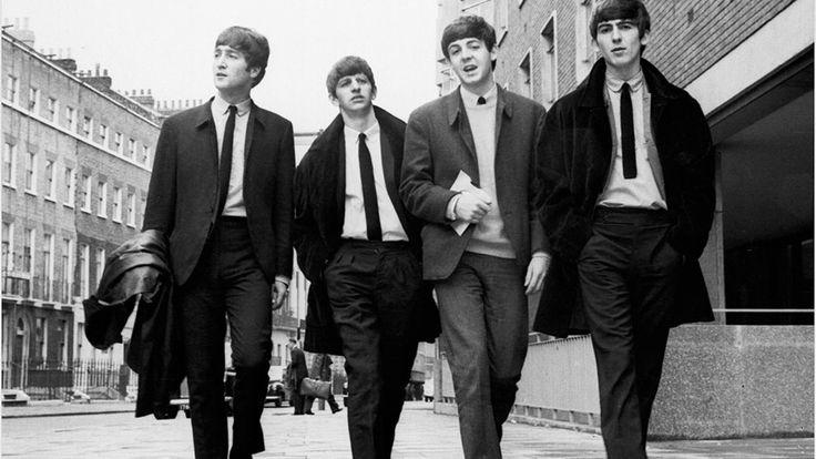I Beatles, gruppo composto da quattro ragazzi inglesi, hanno contribuito a diffondere il rock nel mondo.