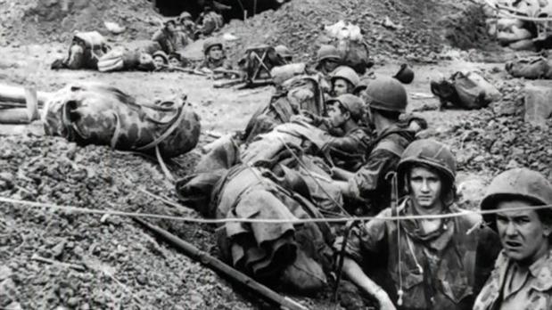 Conflicto bélico librado entre 1959 y 1975 para impedir la reunificación de Vietnam bajo un gobierno comunista. Participó la República de Vietnam (Sur) con el apoyo de Estados Unidos y otras naciones, contra la guerrilla local del Frente de Liberación de Vietnam y el ejército de la República Democrática de Vietnam (Norte), respaldados por China y principalmente por la Unión Soviética (URSS). Se calcula que murieron entre un millón y 5,7 millones de personas.