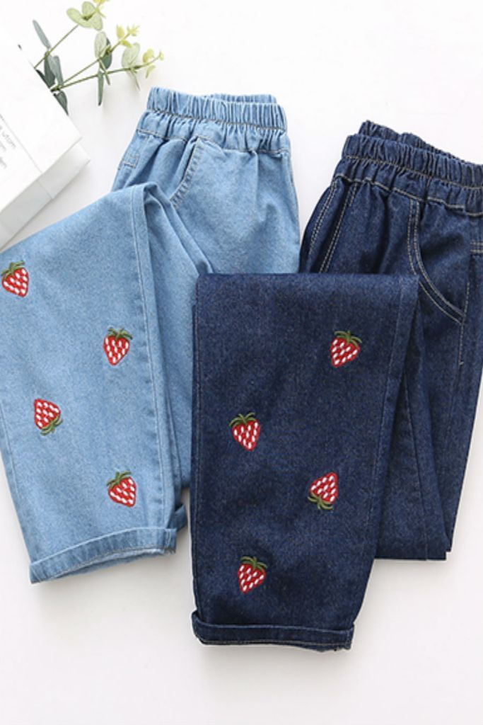 df5a42d03 Strawberry 🍓 Embroidered Jeans | COMPRAR en 2019 | Remodelar ropa ...