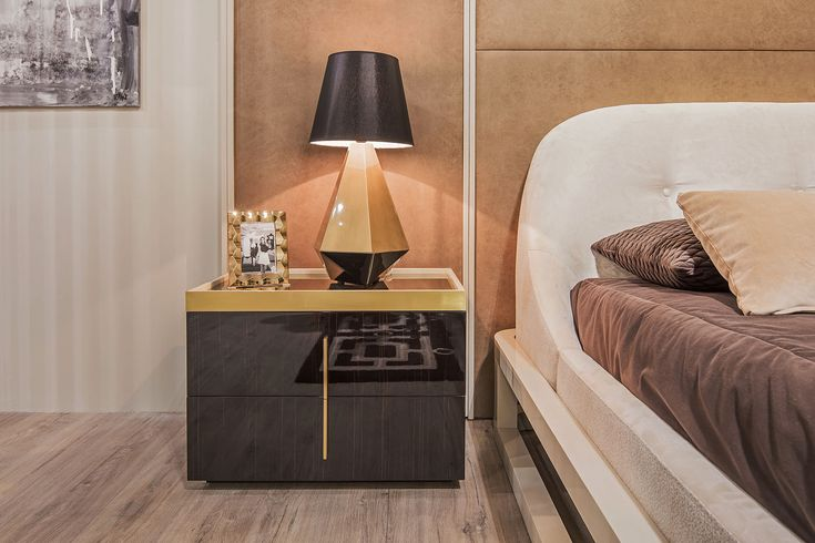 Feels like...weekend? We would like to call it a sleep full of luxury. Just lay down your head on the pillow and enjoy the moment for now. The beautiful Kensington night stand with its dark wood tones and golden lines brings the coziness so quickly.  For more, visit our website: ☛ stylishclub.pt