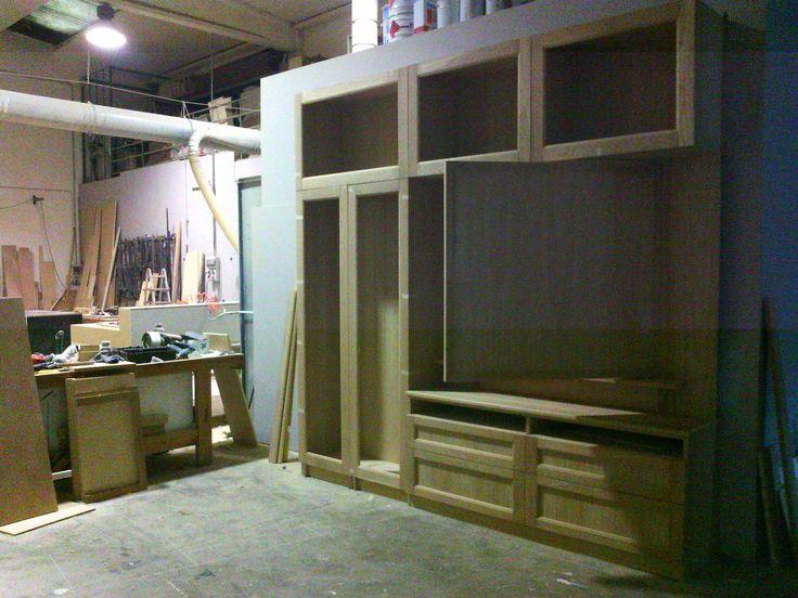 Libreria con anta porta televisore ruotante librerie su misura in legno pinterest - Verniciare mobile laccato ...