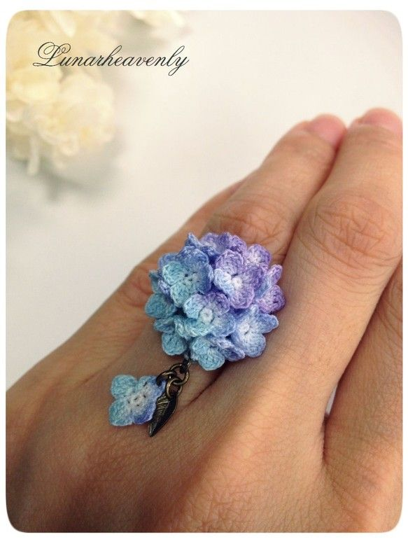 hydrangea motif crochet ring - - inspiration. Now that's some fine crocheting!