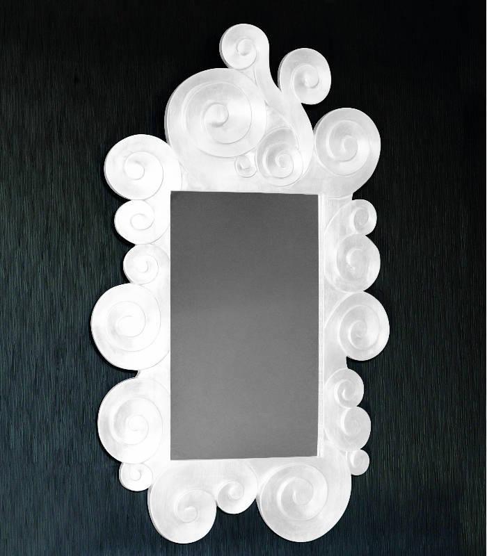 El espejo Zeuss con su forma irregular y su decoración barroca es una pieza ideal para cualquier rincón de tu hogar sea un espacio acogedor e único. http://www.aristamobiliario.es/espejos-decorativos/1122-espejo-zeuss-vettas.html