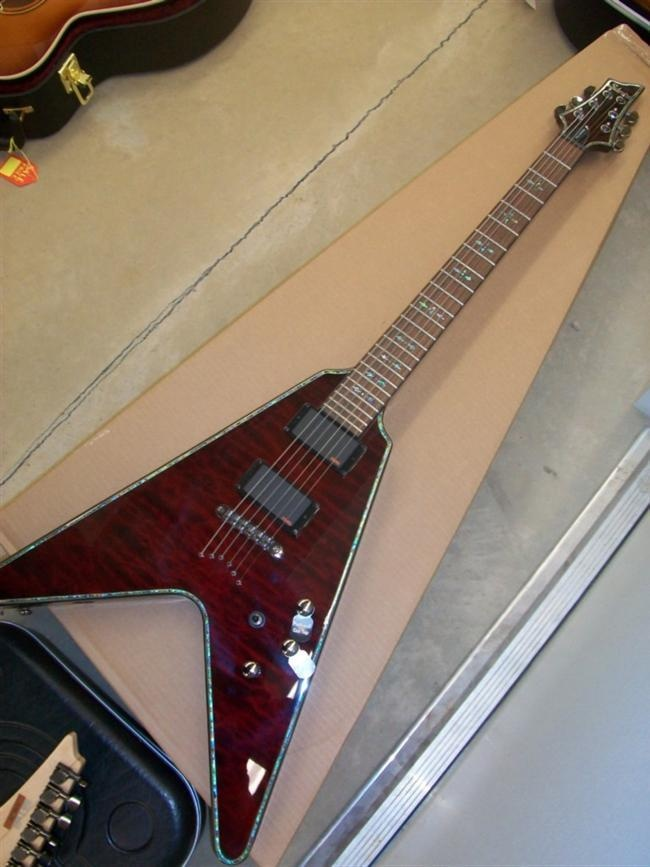 schecter flying v kick my self in ass for selling this one guitars i have or currently own. Black Bedroom Furniture Sets. Home Design Ideas