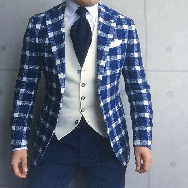 . 2017/04/12. . おはようございます✨. . 今日はこんな感じで✨. . 去年と同じ色合わせですが プリーツパンツにラウンドカラーで 雰囲気を変えてみました✨. . 秋冬に続き… ミヌッチのはニットタイは色イロチ買い, . . . Jacket & Gilet #TAGLIATORE Shirts #gtapantaloni Tie #FrancoMinucci Chief #mungai Pants #gtapantaloni * * * #mensstyle #mensfashion #menswear #mnswr #wiwt #fashionable #me #photooftheday #picoftheday #instagood #instastyle #instafashion #IGfashion #instacool #coordinate #dapper #ootd #outfit #outfitpost #fashiongram #gentleman #fashionista #dandy #tie #Jacket