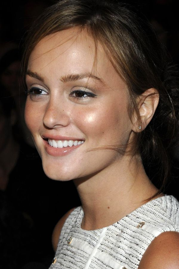How to use bronzer Leighton Meester at 3.1 Phillip Lim Spring 2009 How do I apply my bronzer so it looks natural—not like Ive turned into a ...