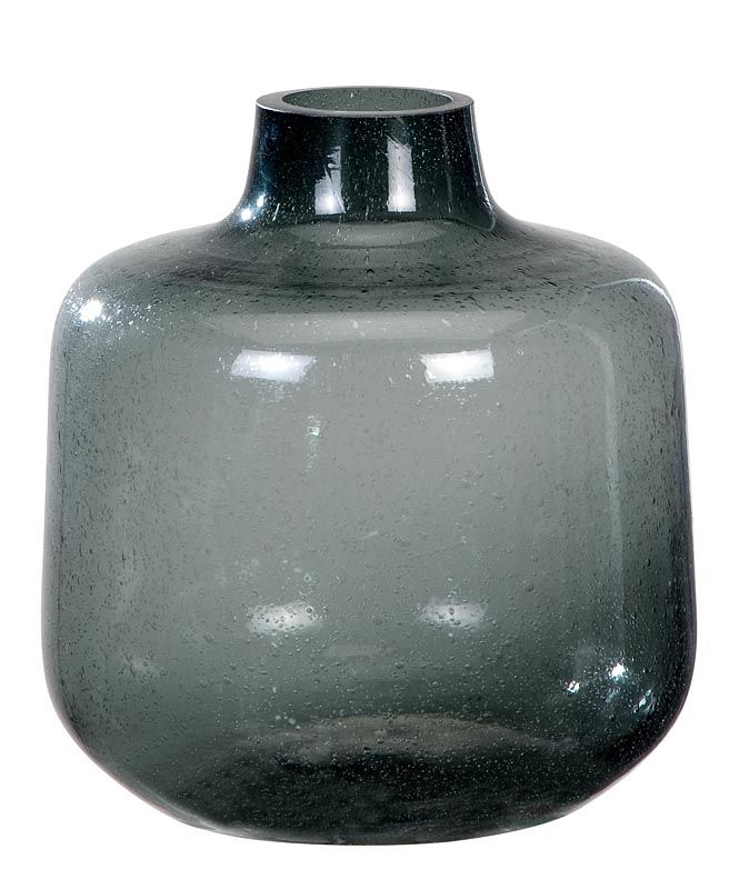 Vaas 101: verkrijgbaar in blauw, grijs en helder glas. Tip: zet verschillende groottes vazen naast elkaar voor een speelse compositie #101woonideeen #leenbakker