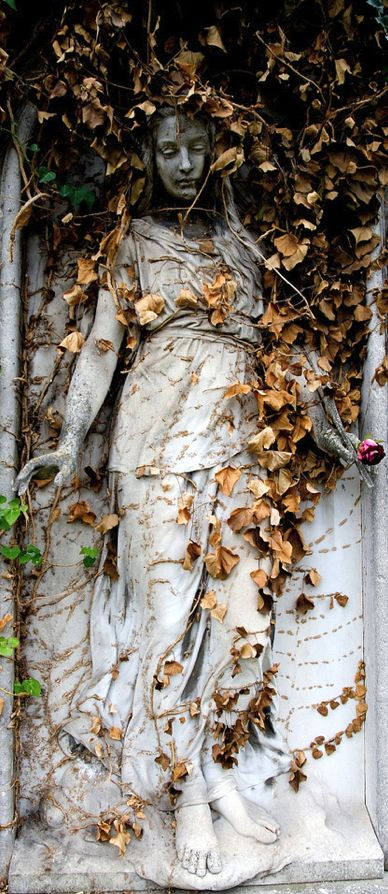 Art Nouveau Statue | Love In A Rose | Viena, Austria | Photo by onkel_wart (Thomas Lieser) on September 20, 20008 via Flkr