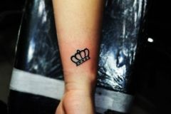 Tattoo crown can be a good choice for small tattoo. Small tattoos are a good suggestion for an hand tattoo.
