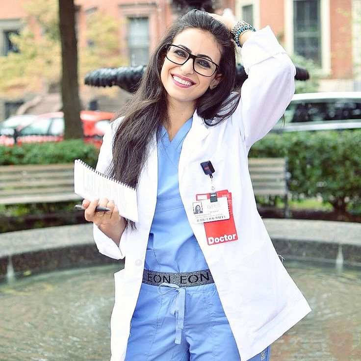 Is there a better way to compliment your white coat than with some stylish scrubs? We don't think so! @fifteenblades showed off her sophisticated scrub style on her Instagram page, go check it out for my fashion tips! #scrubs #scrubstyle #medschool #doctor #nurse
